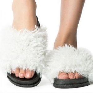 Shoes - 💥sale💥Shaggy White Slides